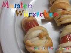 Rezept und Anleitung für Mumien Würstchen - Wienerli im Schlafrock Hot Dog Buns, Hot Dogs, Cupcakes, Bread, Chicken, Food, Side Dish Recipes, Kid Recipes, Birthday Cake Toppers