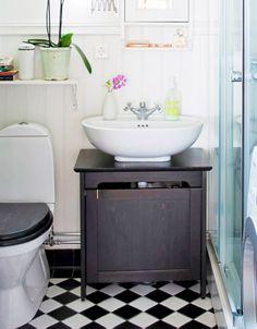 Paredes incríveis. Confira: http://www.casadevalentina.com.br/blog/materia/casa-renovada-paredes-incr-veis.html  #decor #decoracao #interior #design #wall #modern #parede #moderna #bathroom #banheiro #casadevalentina