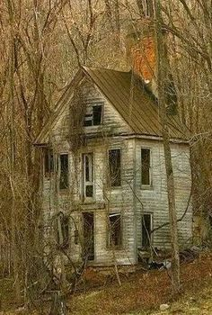 Abandoned forest home – architecture Abandoned forest home . - Abandoned forest home – architecture Abandoned forest home – architecture - Old Abandoned Buildings, Abandoned Property, Abandoned Castles, Abandoned Mansions, Old Buildings, Abandoned Places, Creepy Houses, Spooky House, Haunted Houses