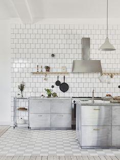 Kajsa Magdalena - Page 5 of 10 - Just Wanna Have Fun Kitchen Dinning, Kitchen Tiles, Kitchen Flooring, Kitchen Decor, Kitchen Design Open, Scandinavian Kitchen, Kitchen Interior, Cool Kitchens, Interior Inspiration