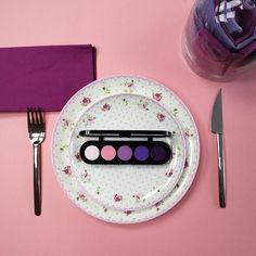 Друзья с этого дня на нашей странице будет больше ярких красок: мы объединились со студией цветов и подарков @fruket_flowers_and_gifts  чтобы радовать вас прекрасными декорациями и живыми цветами со всего мира вместе с потрясающей косметикой из Lebox Cosmetics . На фото тени Make Up Atelier номер Т09.  by lebox.cosmetics_