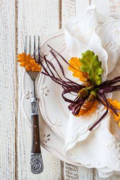 décor de table automnal : feuilles