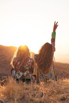 """O primeira trabalho de 2015 foi incrível e já deixou muitas saudades. Na semana passada fui para o Chile com a equipe incrível e super talentosa da Linda de Morrer, fotografar a próxima campanha da marca. O tema desta coleção? """"Wanderlust""""! Durante as fotos, interpretamos duas amigas aventureiras, com fortes desejos de explorar tudo o…"""