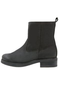 bestil KIOMI Støvletter - black til kr 749,00 (15-11-16). Køb hos Zalando og få gratis levering.