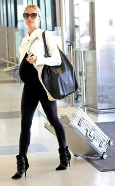The pregnant Fabulist star grabs a flight out of LAX.