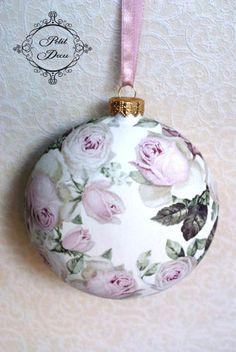 Christmas Balls, Christmas Diy, Christmas Ornaments, Decoupage, Girls Night, Sony, Holiday Decor, Crafts, Craft Ideas