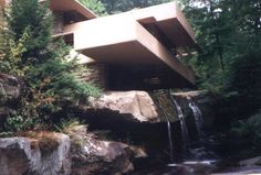 this is actually a bad ass house i seen like 6 years ago in art class built on a river out of lime stone pretty awesome