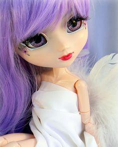 """Pullip é uma boneca que foi criada naCoréia do Sul em 2003,e primeiramente comercializada noJapão, Pullip (풀잎) significa """" folha"""" em coreano. Essa bonecas vemconquistandoo mundo todo,com a sua ..."""