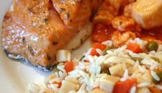 Saumon au sirop d'érable #poisson #recette #sucre Halibut, Fish Recipes, Barbecue, Fish Meal, Salmon, Seafood, Rice, Cooking Recipes, Chicken