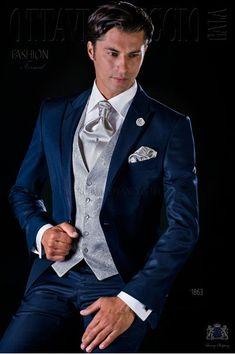 Traje de novio azul falso liso con vivos de raso