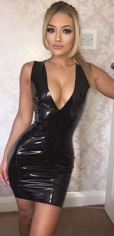 Skin-tight dresses donned by women getting ready to hit the clubs this weekend. Black Leather Pencil Skirt, Leather Mini Dress, Leather Dresses, Sexy Outfits, Girls Wear, Women Wear, Mode Latex, Look Fashion, Womens Fashion