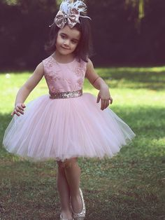 Cute Pink Short Flower Girl Dresses for Country Wedding Party Bog Sequined Bow Tutu Crew Neck Lace Kids Baby Child Birthday Formal Dresses Cute Flower Girl Dresses, Tulle Flower Girl, Tulle Flowers, Tulle Lace, Tulle Tutu, Fabric Tutu, Dress Girl, Dress Lace, Girls Pageant Dresses