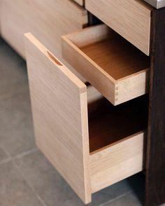 Главное – детали. Каждый предмет, изготовленный нашими руками, продуман до мелочей. Чтобы, в первую очередь, быть удобным в использовании и функциональным. Но и о красоте и эстетике тоже не забываем. #vorhes #vorhes_furniture #furniture #design #interior #industrialdesign #мебель #мебельназаказ