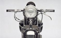 Not too long ago, we got a bit of an art boner for William Fisk's photorealistic paintings of vintage gadgets. [In case you missed it, check them out here.] He paints motorcycles, too. They're just as good, if not better, than the gadget paintings, if only because of the subject matter. Check out a …