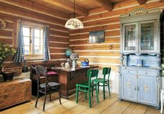 Taková malá, malovaná | Chatař & Chalupář Simply Home, New England Homes, Cabins And Cottages, Cottage Living, Log Homes, Dining Room, Table, Furniture, Tiny Houses