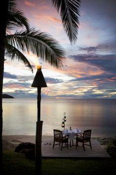 Oceanfront Dining at Tokoriki Island Resort, one of the best resorts for honeymooners in the Mamanucas. #fiji #honeymoon
