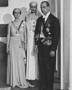 Queen Marie with Princess Ileana and Archduke Antonio of Austria Princess Alexandra, Princess Beatrice, Queen Victoria Prince Albert, Princess Victoria, Romanian Royal Family, Maud Of Wales, Archduke, Court Dresses, Herzog