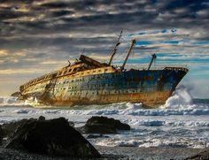 """""""SS American Star"""" mientras resistía las tempestades de la mar del Norte. ..actualmente sumergido.  Atención: Muy peligro su buceo."""