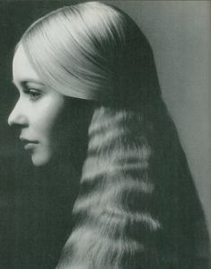 insidefruit: Talitha Getty for Vogue Italia, 1970 : I Guess the Season is On Best Beauty Tips, Beauty Hacks, Talitha Getty, 1970s Hairstyles, Good Beauty Routine, Crimped Hair, 20th Century Fashion, Protective Hairstyles, Hair Looks