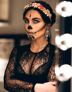 56 Newest Sugar Skull Makeup Creations To Win Halloween Halloween Makeup Scary Creations Halloween Makeup Newest SKULL Sugar Win Visage Halloween, Halloween Makeup Sugar Skull, Cool Halloween Makeup, Sugar Skull Makeup, Halloween Looks, Halloween Skull, Easy Halloween, Sugar Skull Costume, Halloween Pictures