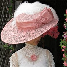 Perfect for a Victorian Tea Party-another picture-wire frame hat construction Victorian Tea Party, Victorian Hats, Victorian Women, Tea Hats, Tea Party Hats, Fleurs Style Shabby Chic, Edwardian Fashion, Vintage Fashion, Edwardian Style
