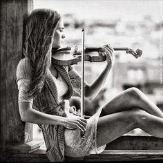senior poses with a violin | Found on p-lanet-e-arth.tumblr.com