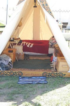 Stunning 149 Backyard Tent Ideas For Your Family Camping Viking Tent, Viking Camp, Viking Life, Medieval Life, Camping Bedarf, Best Tents For Camping, Cool Tents, Family Camping, Backyard Camping