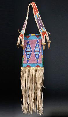 Unknown Crow artist, Mirror bag, c. Native American Medicine Bag, Native American Clothing, Native American Photos, Native American Artifacts, Native American Beadwork, American Indians, American Indian Crafts, Crow Indians, Indian Beadwork