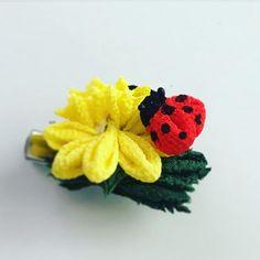ナナホシテントウがポイントのタンポポのコサージュ♡  春の幸せを運んできてくれます。    #つまみ細工 #つまみかんざし #つまみ簪 #正絹 #絹 #かんざし #着物 #キモノ #花 #伝統 #silk #tsumamikanzashi #tsumamizaiku #japanese #traditional #flower #artcraft #cute #beautiful #kimono #craful  #craful2017春コンテスト
