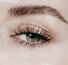 Glitter eye shadow #GlitterSparkle