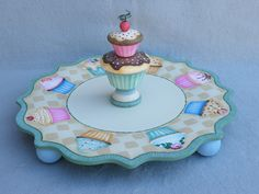 Plate Your Cupcakes.a companion piece to the Tissue Box Holder. Has these cool wood turned cupcakes! I was hungry the whole time I was painting it.of course, if Im honest, Im hungry all the time! Country Cupcakes, Love Cupcakes, Cupcake Cookie Jar, Cupcake Cakes, Cup Cakes, Tole Painting, Painting On Wood, Crafts To Do, Wood Crafts