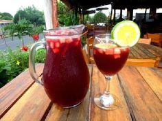 Una bebida que mezcla sabores citricos vino y ron, sin duda algo diferente para provar, ademas no incluye refresco o agua mineral, por lo ...