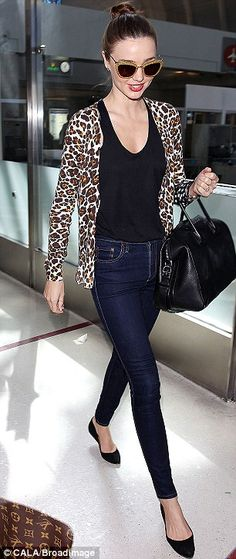 Any opportunity! Miranda Kerr never misses a chance to show off her slender legs as she passes through JFK - Jeans Black - Ideas of Jeans Black - A is for Animal Prints Miranda Kerr looking fabulous as always in her leopard print cardigan! Miranda Kerr Outfits, Style Miranda Kerr, Style Casual, Casual Chic, Casual Outfits, Cute Outfits, Fashion Outfits, Animal Print Cardigans, Animal Prints