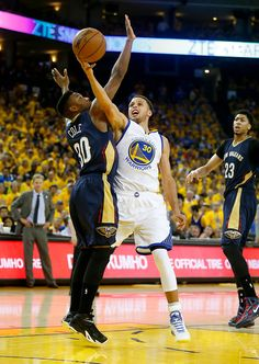 Description of . Golden State Warriors' Stephen Curry (30) tries to get a shot…