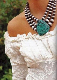 A beautiful western clean boho look white off the shoulder lace blouse with a chunky turquoise and silver necklace always wins! Ethnic Jewelry, Indian Jewelry, Beaded Jewelry, Handmade Jewelry, Pendant Jewelry, Colar Fashion, Fashion Jewelry, Women Jewelry, Coral Turquoise