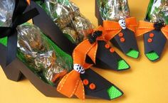 Free template for party favor box shoes - good for witches shoes (Halloween), Ruby Slippers (Wizard of Oz theme), cute heels, etc...