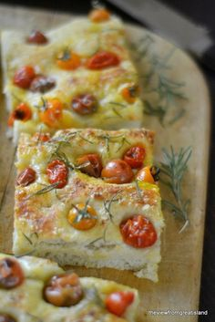 Tomato Focaccia Juicy cherry tomato focaccia --- this is the easiest bread I make. -- This would be great for Parmesan Cheese Sticks.Juicy cherry tomato focaccia --- this is the easiest bread I make. -- This would be great for Parmesan Cheese Sticks. Bread Recipes, Cooking Recipes, Scd Recipes, Focaccia Bread Recipe, Summer Tomato, Easy Bread, Snacks, Cherry Tomatoes, Heirloom Tomatoes