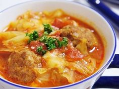 Meltingly Soft Cabbage and Meatballs Stewed in Tomatoes Recipe by cookpad. Whole 30 Recipes, Great Recipes, Dinner Recipes, Dinner Ideas, Beef Recipes, Cooking Recipes, Healthy Recipes, Healthy Food, Meatball Stew