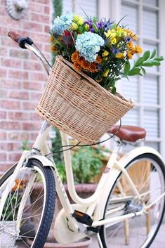 """Just beautiful"" White vintage bike with colorful flower basket. Velo Retro, Velo Vintage, Vintage Stil, Vintage Bicycles, Bicycle Basket, Old Bicycle, Bicycle Art, Old Bikes, Bike Baskets"