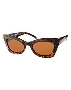 """Solglasögon i den populära modellen """"cateyes"""". Dessa föll jag för. Bågarna är ju underbara. Asos, 148 kr."""