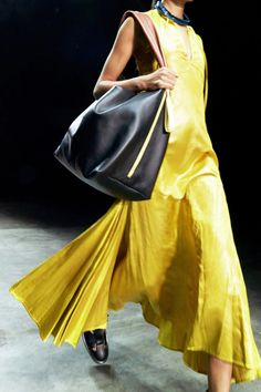 Jil Sander, Katie Holmes, Fashion News, Fashion Show, Fashion Trends, Capsule Wardrobe, Sunny Dress, Satin Midi Dress, Vogue Russia