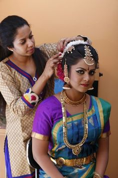 Dressing up my cousin for her photoshoot. #photoshoot #bharathanatya #tamiltradtional #cultural #saree #makeover #dressingup