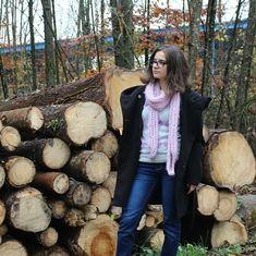 #autumn #scarf #knitting #liliac #handmade #streetstyle #wood #florest Street Style, Autumn, Knitting, Wood, Handmade, Jackets, Crafts, Fashion, Down Jackets