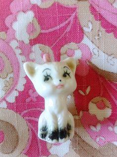 SALE Kitsch Cute Kitty Cat Figurine Ornament by FiveLittleDiamonds, £3.00