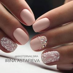 Semi-permanent varnish, false nails, patches: which manicure to choose? - My Nails Fancy Nails, Cute Nails, Pretty Nails, Hair And Nails, My Nails, Nagel Tattoo, Wedding Nails Design, Lace Wedding Nails, Natural Wedding Nails