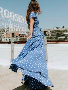 Difficile de faire plus féminin qu'une robe longue... (photo Collage Vintage)