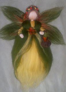 Needlfefelted wool fairy/angel for Autumn Wool Dolls, Felt Dolls, Fairy Crafts, Garden Crafts, Wet Felting Projects, Felt Crafts Patterns, Felt Angel, Waldorf Crafts, Autumn Fairy