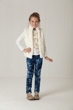 White fur vest, tie dye jeans, and a white logo tee, perfect kids outfit for school! Adorable fashion for tweens or girls, love it for spring or fall. Teen Girl Fashion, Little Girl Fashion, Kids Fashion, Trendy Kids, Stylish Kids, Outfits Niños, Kids Outfits, Winter Outfits, White Fur Vest