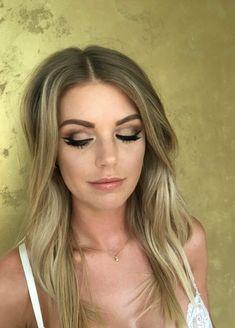 Bridal make-up gold #bridalmakeup #goldeyeshadow #makeup #Blueeyes