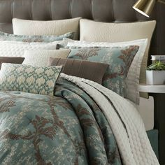 Candice Olson SONDER bedding was designed by looking to the past for classic damask motif inspiration but looking to the future with on-trend distressing, softly puckered textures and a bit of sparkle. The result feels fresh yet familiar. Candice Olson SONDER bedding available for a limited time at @dillards.#candiceolson